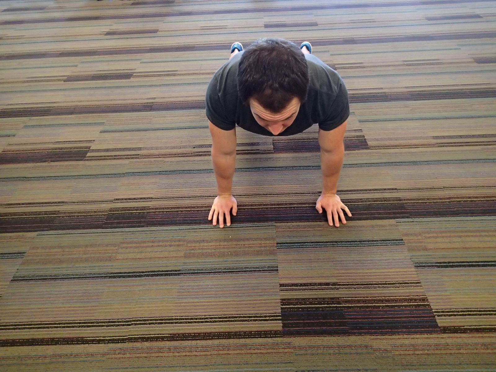 Push-Up - Close hand placement