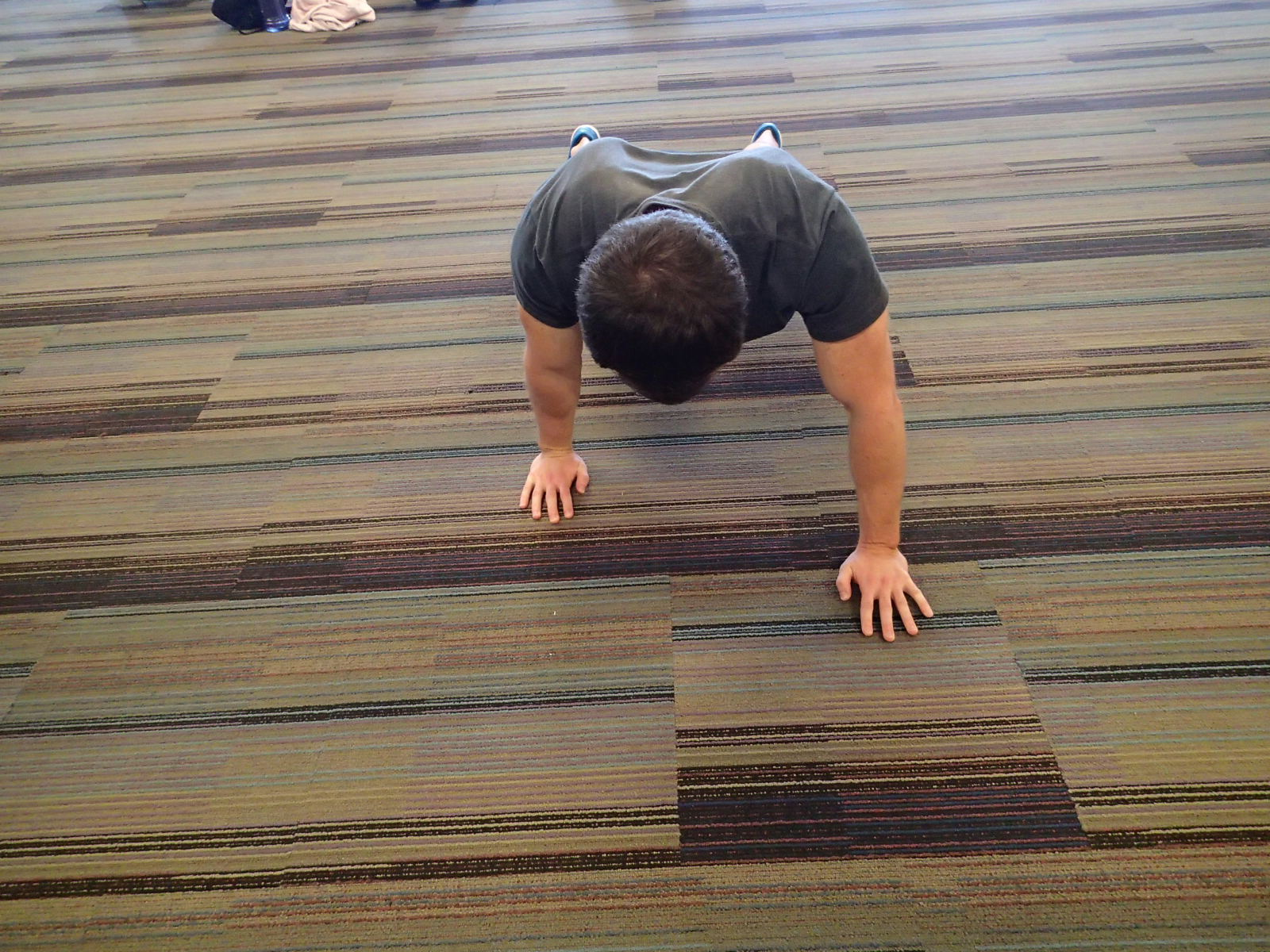 Push-Up - Staggered hand placement