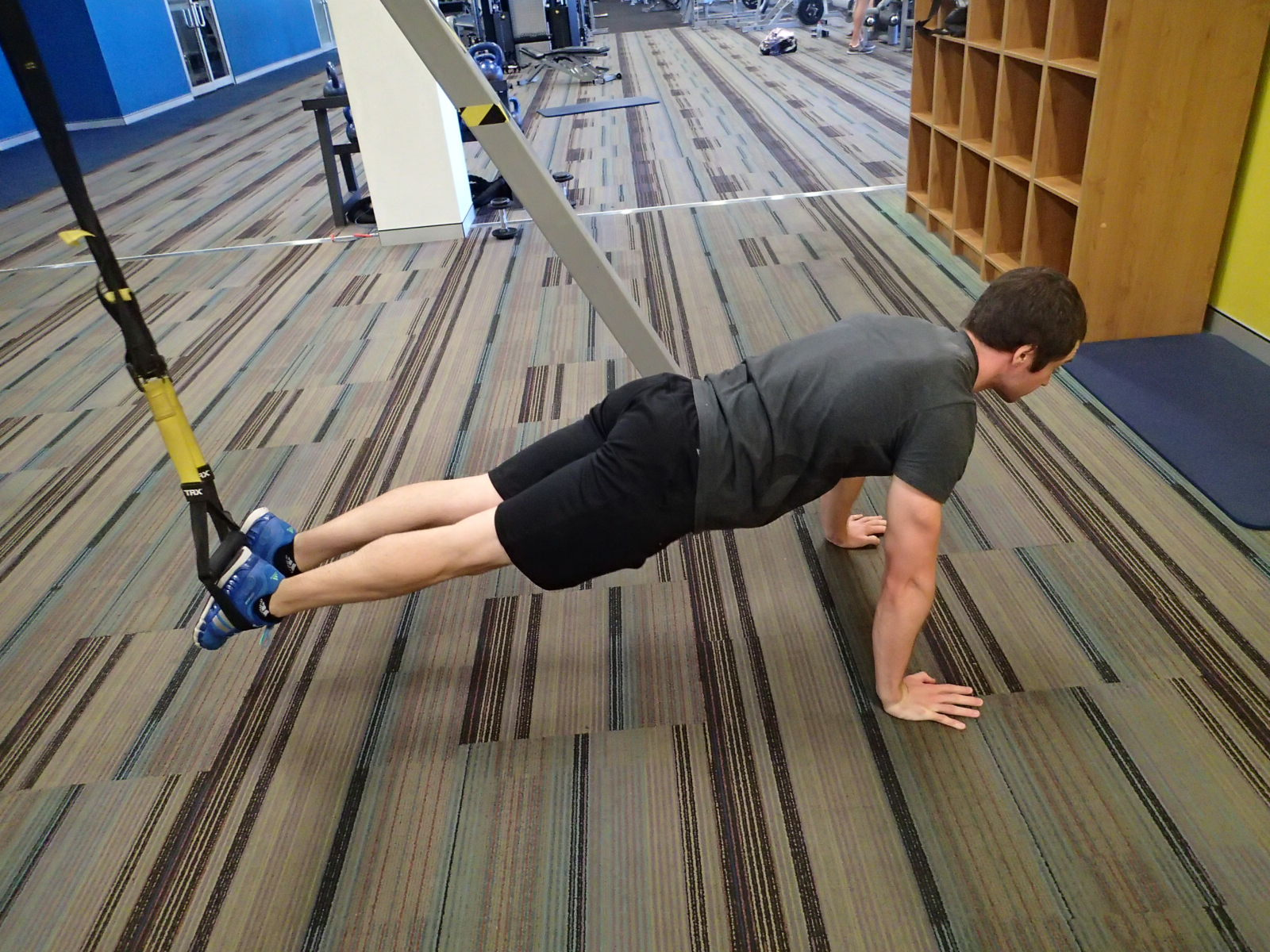 Push-Up - Suspension Trainer - feet anchored