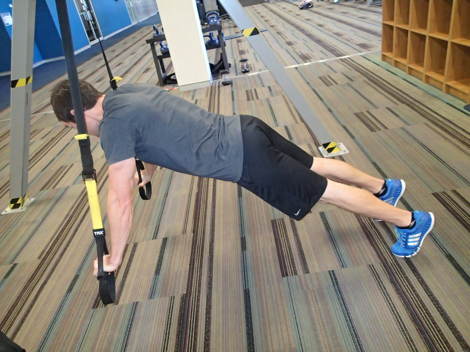 Push-Up - Suspension Trainer - feet grounded