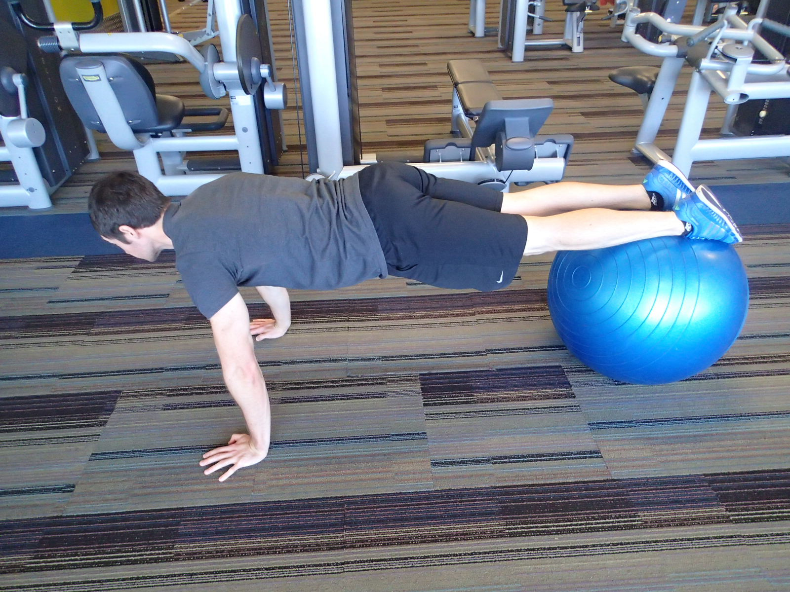 Push-Up - feet on Swissball